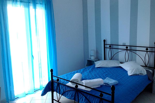 Basic rooms for rent in serifos