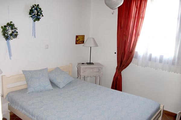 Maroussa apartments in serifos